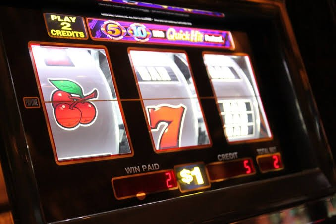 Social media and slot games